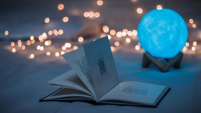 Am internationalen Tag des Buches Lebensfreude vermitteln, geöffnetes Buch