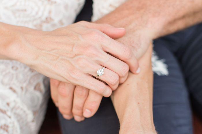 Schlichter Verlobungsring aus Gelbgold mit einem Diamanten, Tipps bei der Auswahl eines Verlobungsrings