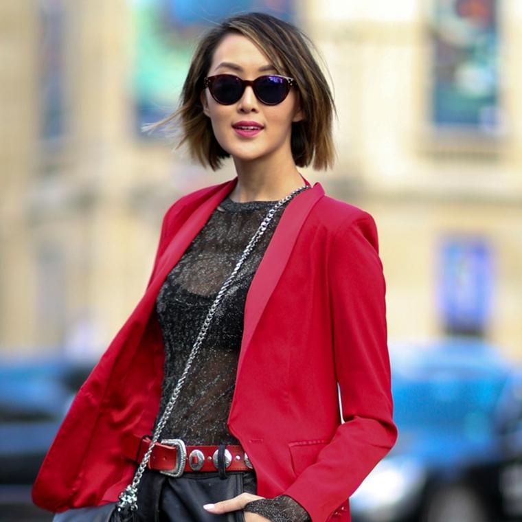 frisuren bob, leger, streetstyle, alltäglicher look, roter blazer, schwarze bluse, roter gürtel