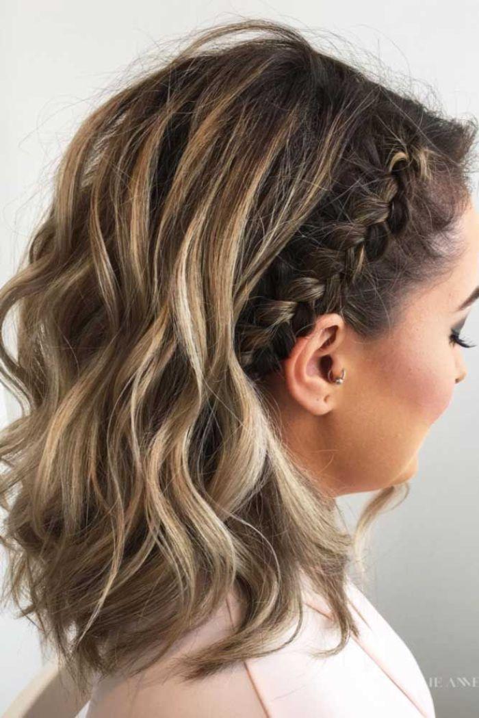 trendfrisuren 2019 frauen, mittellange haare, dezente wellenartige haarstyle ideen, blonde strähne