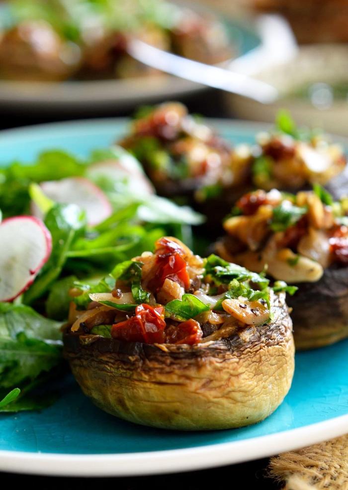 partyrezepte einfach und schnell, gefüllte pilzen mit paprika und brotkrumen, geburtstagessen rezepte