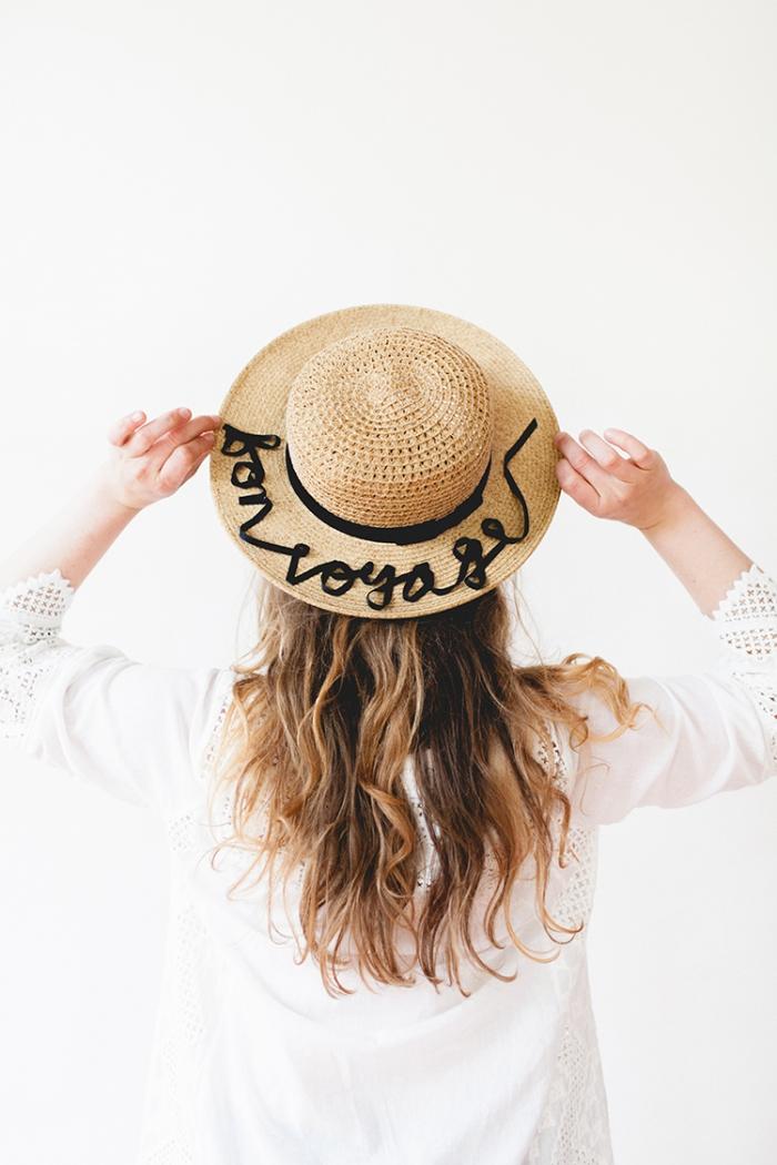 geschenk muttertag, personalisierte geschenke für frauen, gut dekoriert mit schwarzer schleife, weiße bluse