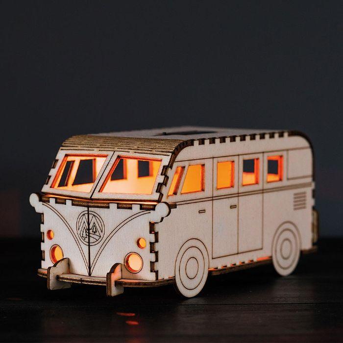 geschenke für männer die alles haben, lustige sentimentale geschenke ein bus aus holz, das eigentlich stehlampe ist, leuchte, volkswagen