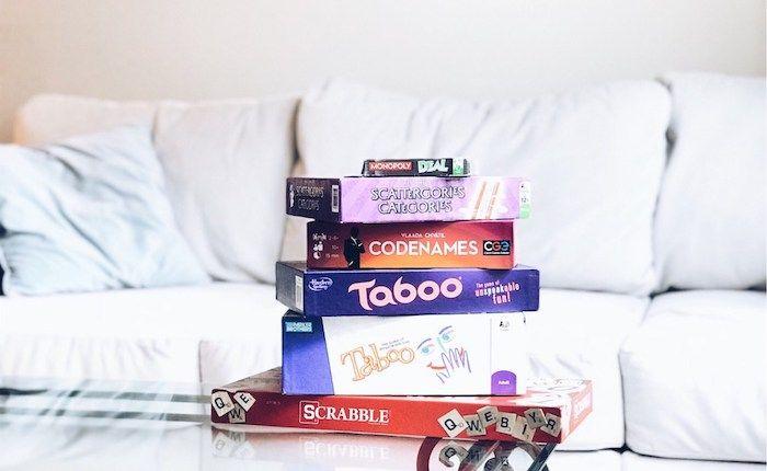 kleine geschenke für männer, brettspiele für männer ideen zum entlehnen, viele spiele auf einem tisch