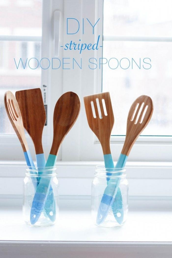 geschenke für muttertag selber machen, löffel und gabel dekoriert mit blauer farbe, küchenset