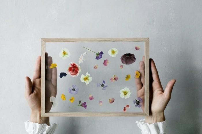 30 geburtstag geschenk selber machen, bilderrahmen mit doppelglas darin, kein foto, sondern kleine blüten von blumen, buntes bild von der natur