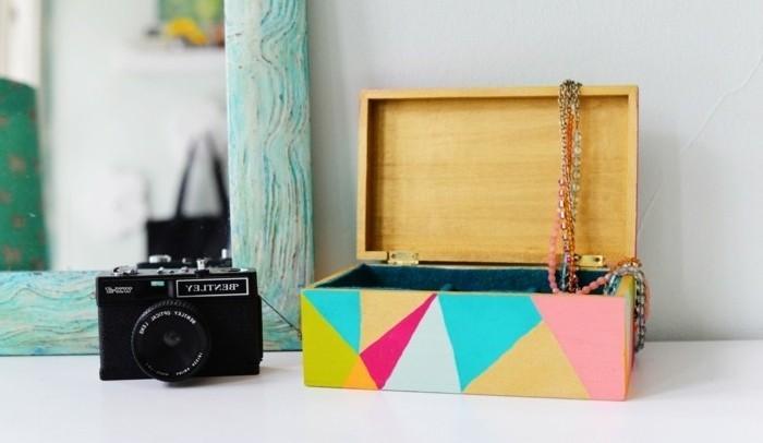 basteln für erwachsene, kisten dekorieren in farbe und mit geometrischen formen, foto kamera