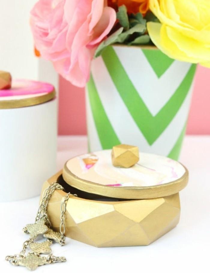 basteln für erwachsene, ideen wie man selber schmuckkasten machen kann, schmuckbox in goldener farbe