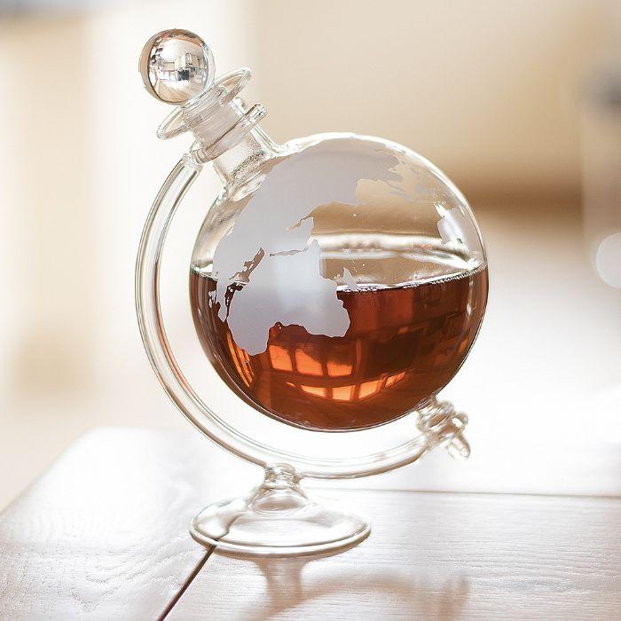 geschenke für männer zum geburtstag, eine kreative flasche in form und gestaltung wie globus
