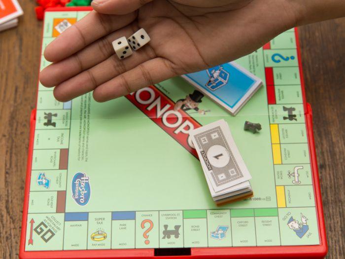 besondere geschenkideen für männer, monopoly und andere brettspiele sind immer gute ideen