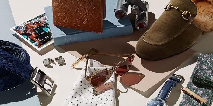 kleine geburtstagsgeschenke in bohemian style, brille, schuhe, gürtel, geldbeutel