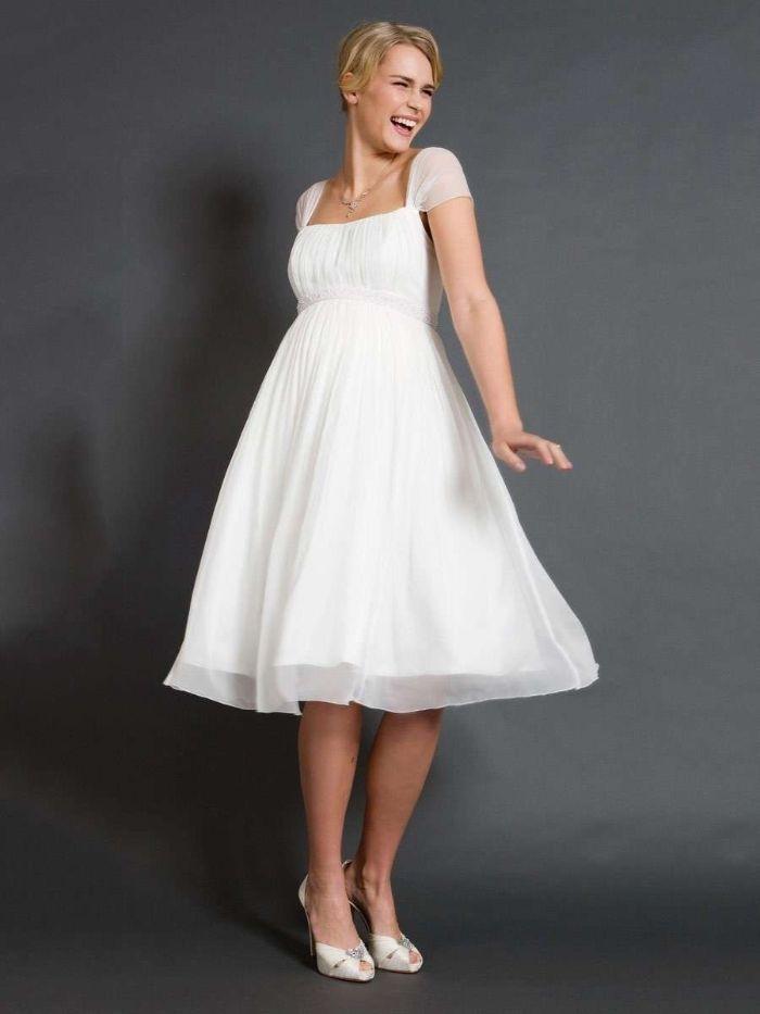 umstandsbrautkleid standesamt, eine idee für elegantes kleid für braut, weißes kleid, blonde frau