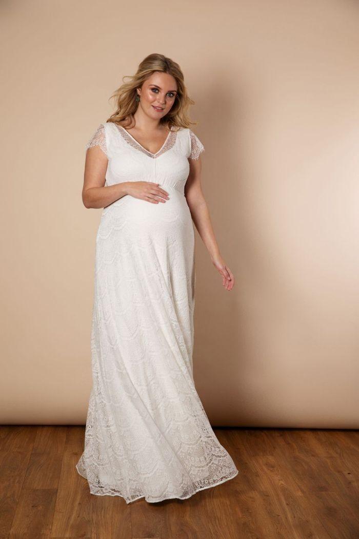 umstandsmode hochzeit ideen für jeden anlass und jede lebenssituation, kleid weiß und lang bequem für eine schwangere braut