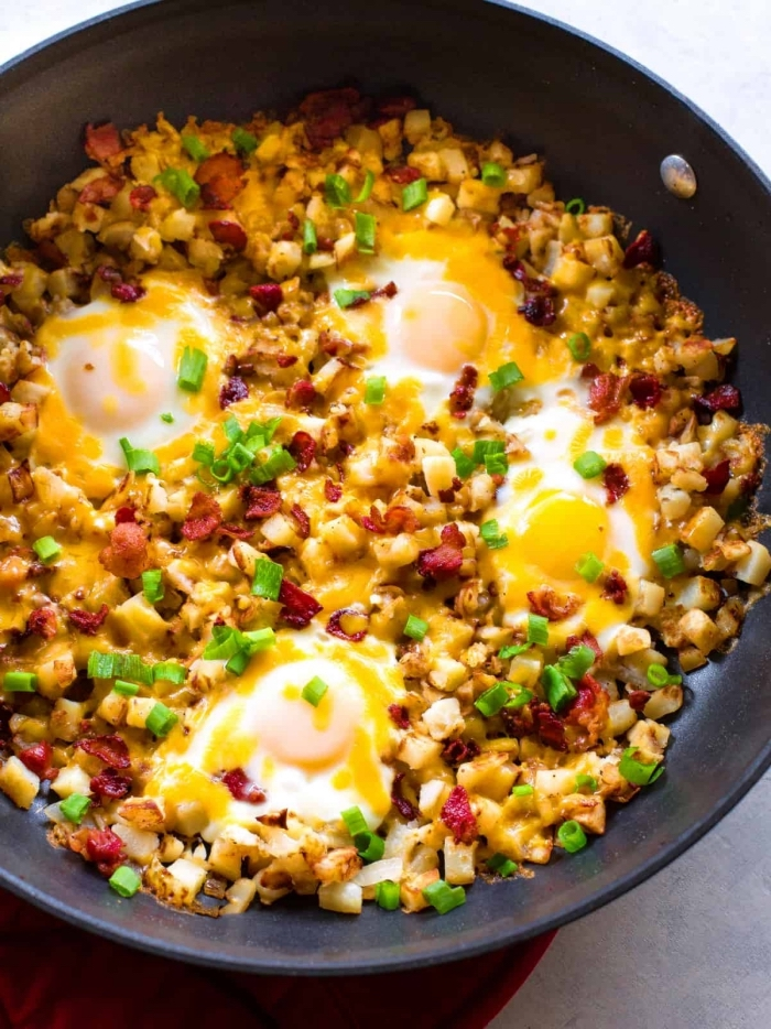 eier mit maissamen, bacon und köse, ideen für brunch, schnelles frühstück