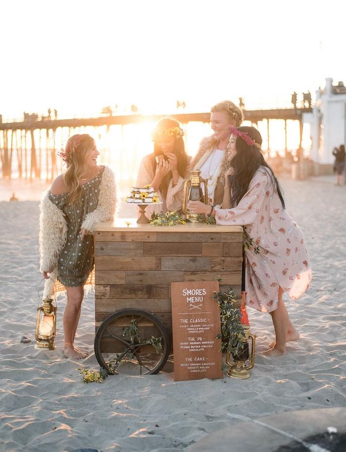 Junggesellenabschied Party auf dem Strand, Dresscode bequeme Sommer Outfits und Blumenkränze