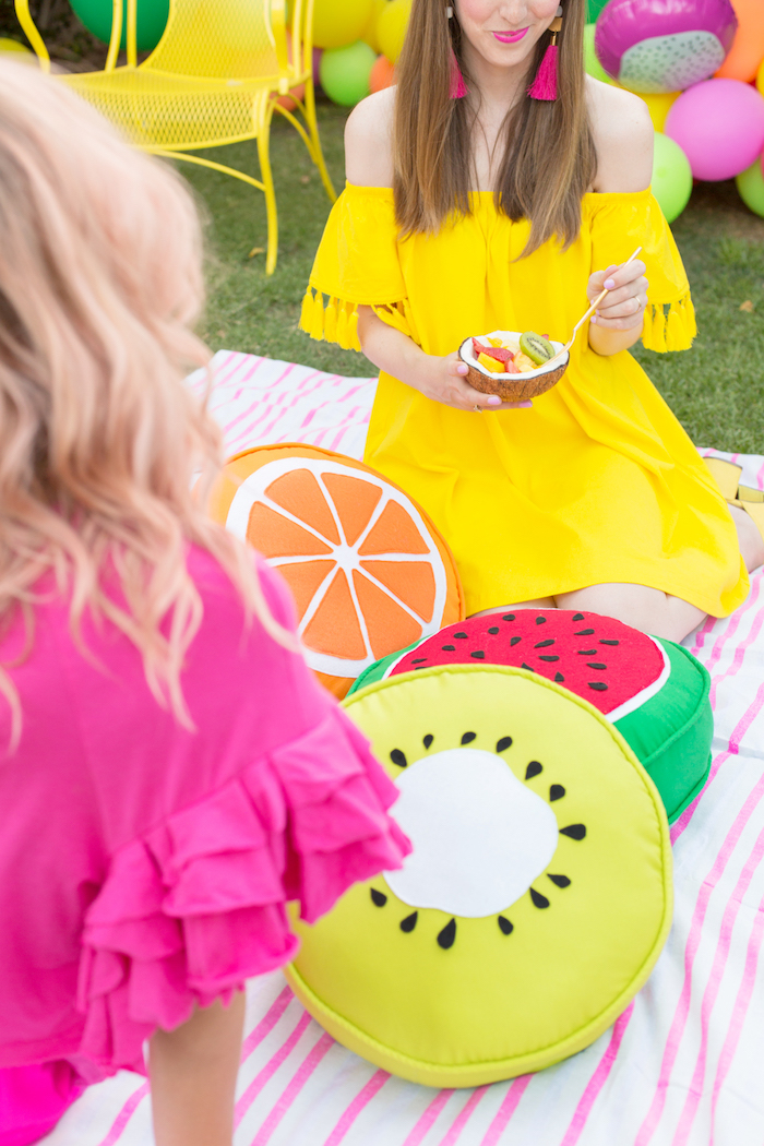 Picknick mit Freundinnen zum Junggesellenabschied machen, Party Thema Früchte