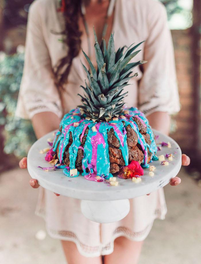 Tropische Torte zum Junggesellenabschied selber backen, Torte in Form von Ananas