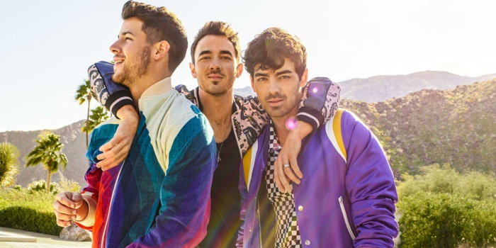 die drei Brüder machen einen Ausflug im Gebirge, die Jonas Brothers sind echt cool