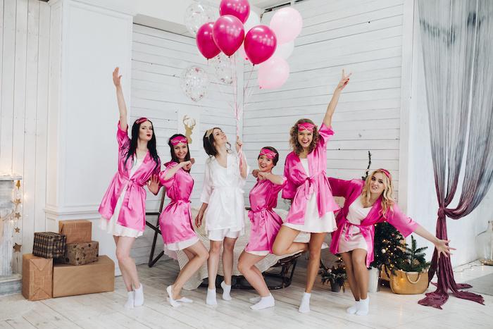 Pyjama Party für die Braut organisieren in Pink und Weiß, mit vielen Ballons, JGA Ideen zum Nachmachen