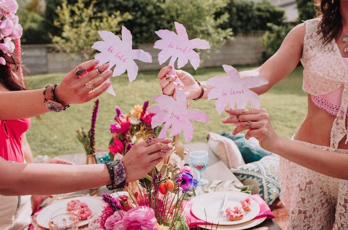 Inspirierende Junggesellenabschied Ideen zum Nachmachen, Zettel in Form von Palmen, etwas der Braut darauf schreiben