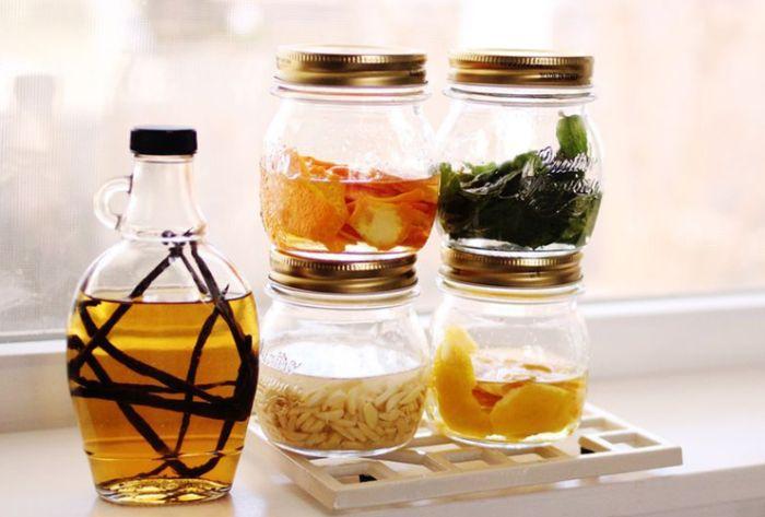 kleines geschenk für freund der gern kocht, selbst gemachte essenz von zitrone, marillen oder olivenöl spezies