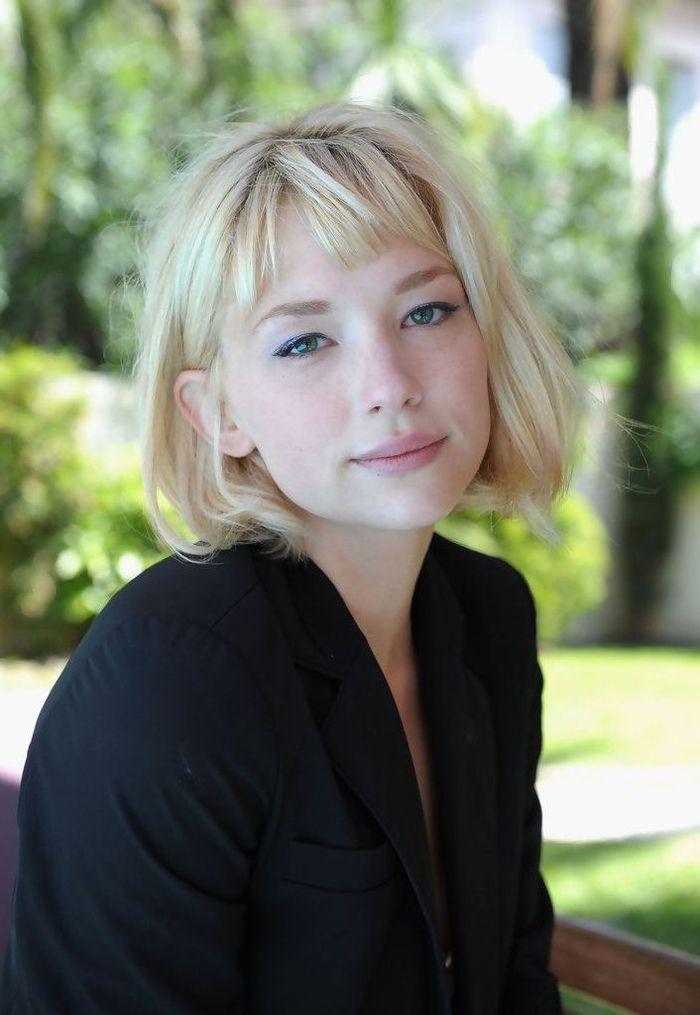 kurzhaarfrisuren bob, blonde frau mit romantischem blick stilvolle haaridee