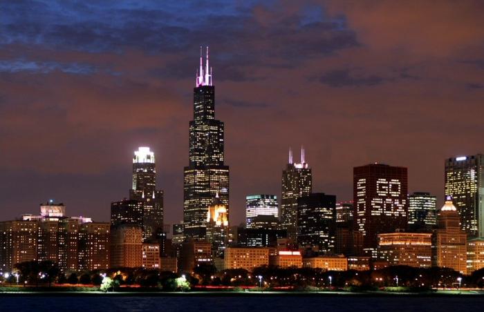 Chicago ist gut beleuchtet in der Nacht, ein traumhaftes Bild, aber zu viele Verbechen passieren dort