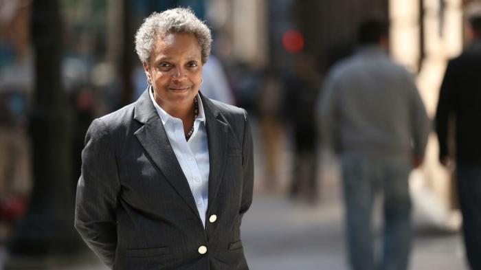 Lori Lightfoot ist eine afroamerikanische lesbische Frau die zum Bürgermeister gewählt wird