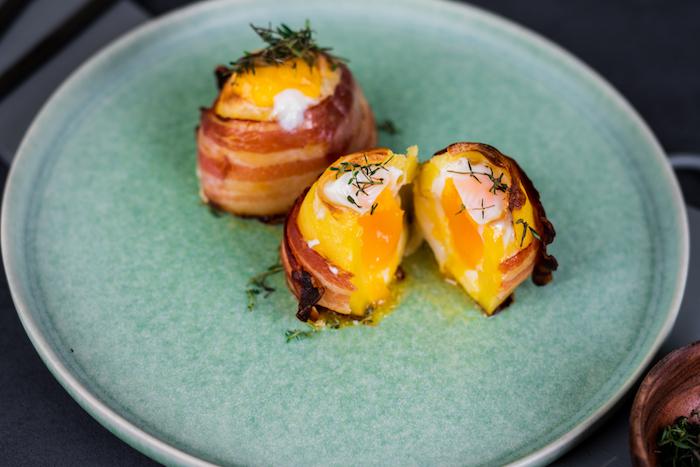 Schnelle Brunch Rezepte zum Vorbereiten, Vulkankartoffeln mit Bacon, Ei und Cheddar