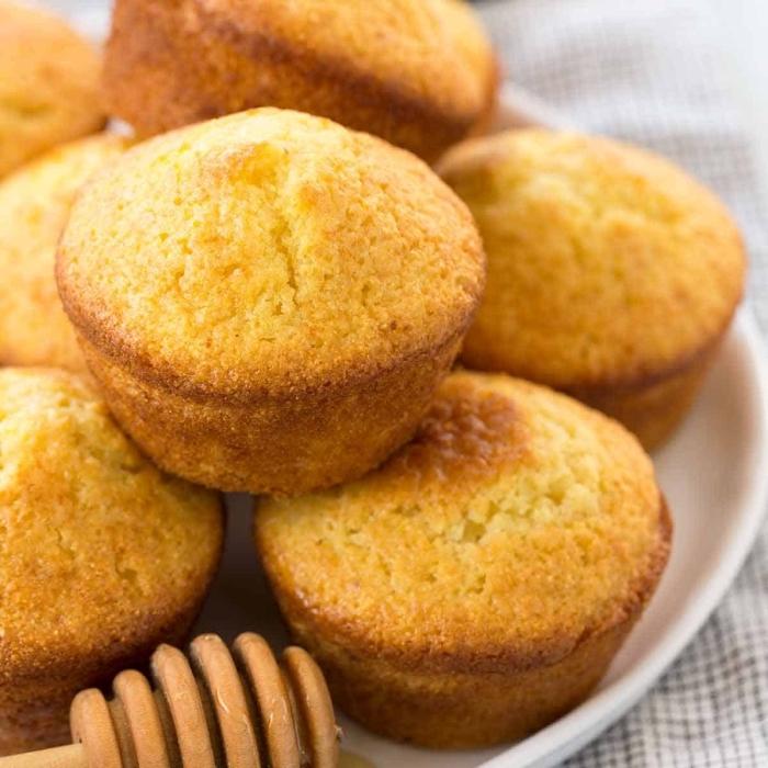 mini gebäcke aus melh, eier und milch, muffins grundrezept mit honig, partyessen
