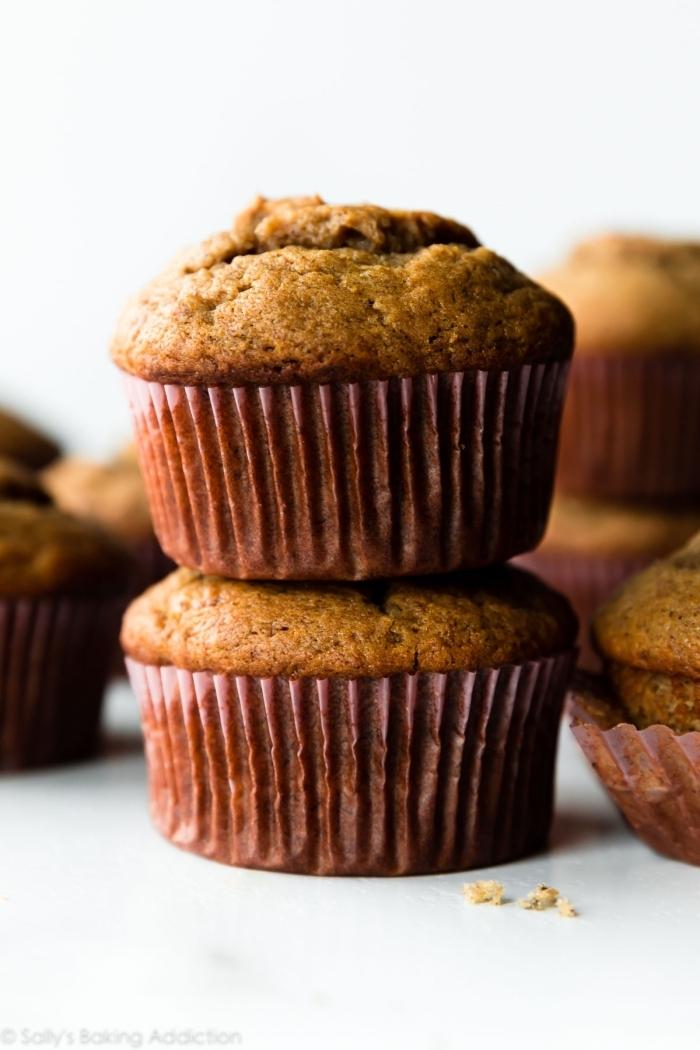kleine gebäcke, muffins kingergeburstag, einfache cupcakes mit zimt und bananen