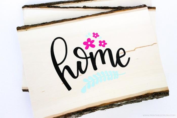 muttertag geschenkideen, basteln mit holz, holzplatte dekoriert mit stickers, rosa blüten, wanddeko selber machen
