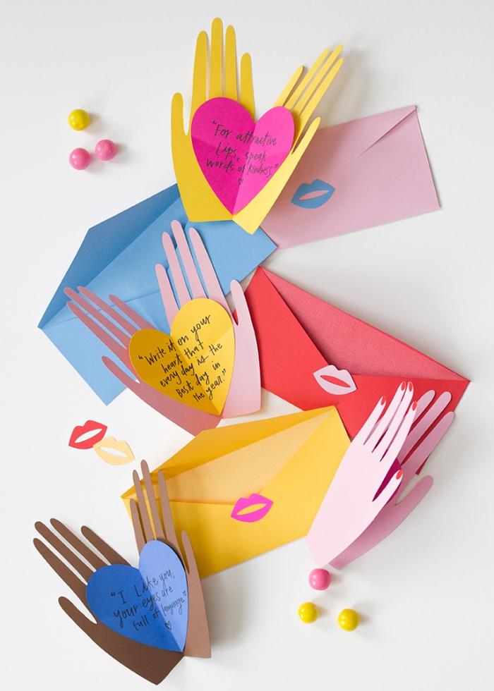 muttertag geschenkideen, selsbtgemachte geschenkkarten in der form von händen, herzen
