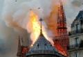 Die Kathedrale Notre-Dame de Paris brachte in Flammen aus
