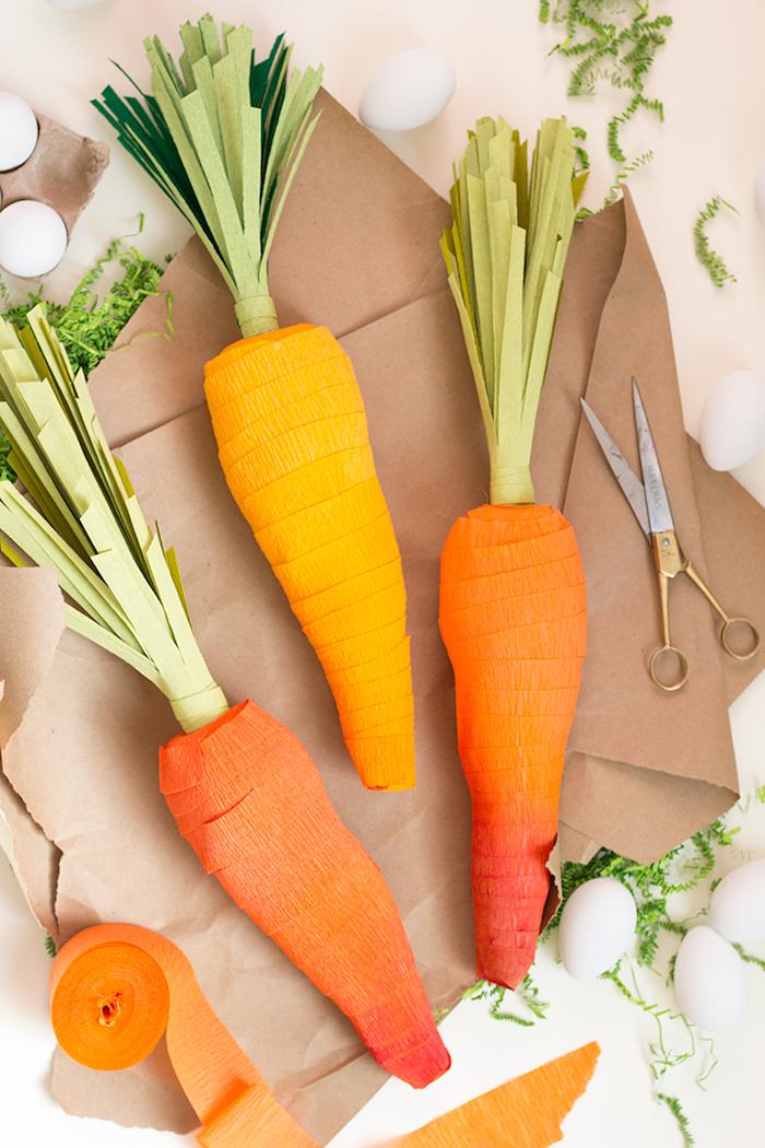 Deko für Ostern selber machen, Karotten aus Krepppapier basteln, kleine Geschenke darin verpacken