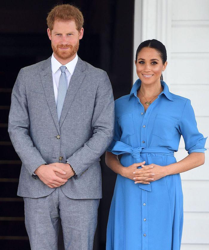 Die glückliche Sussex Familie, Prinz Harry in elegantem grauem Anzug, Meghan Markle in himmelblauem Kleid