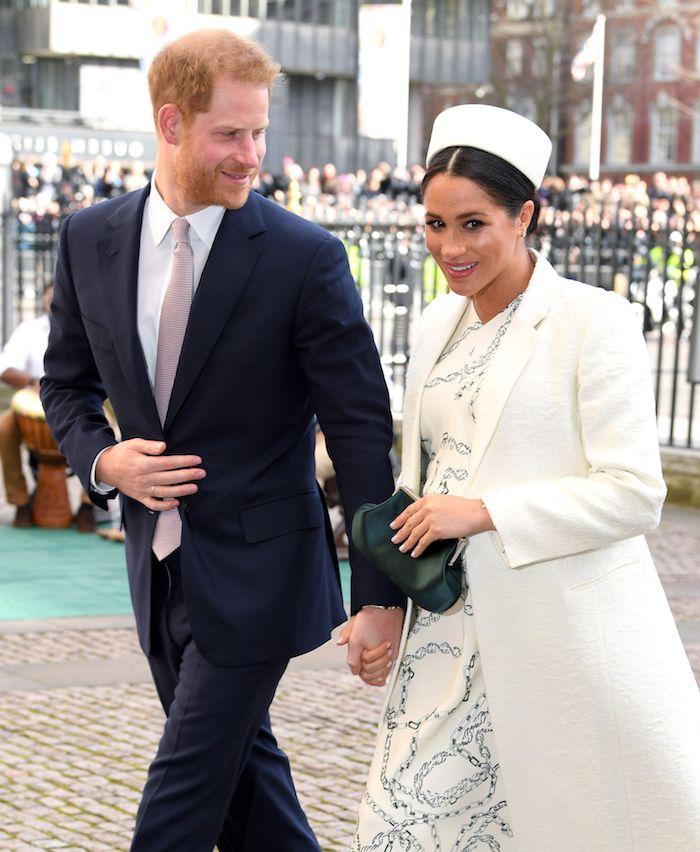 Prinz Harry und Herzogin Meghan Hand in Hand, glückliches Paar, Familie Sussex