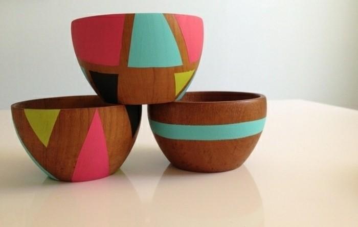 geburtstagsgeschenk ideen, schüssel aus holz selber dekorieren mit bunten farben gestalten, rosa und blau, neonfarben deko