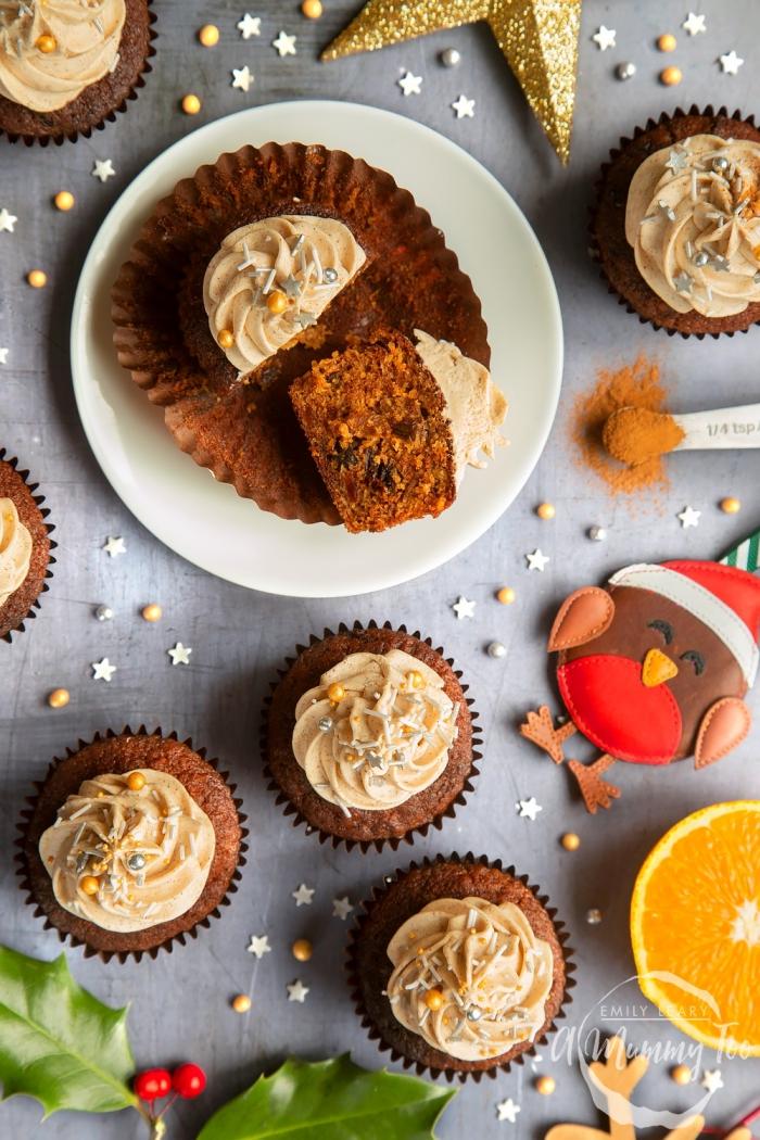 schokomuffin rezept mit kakao und orangen dekroiert mit buttercreme, nachtisch zu weihanchten