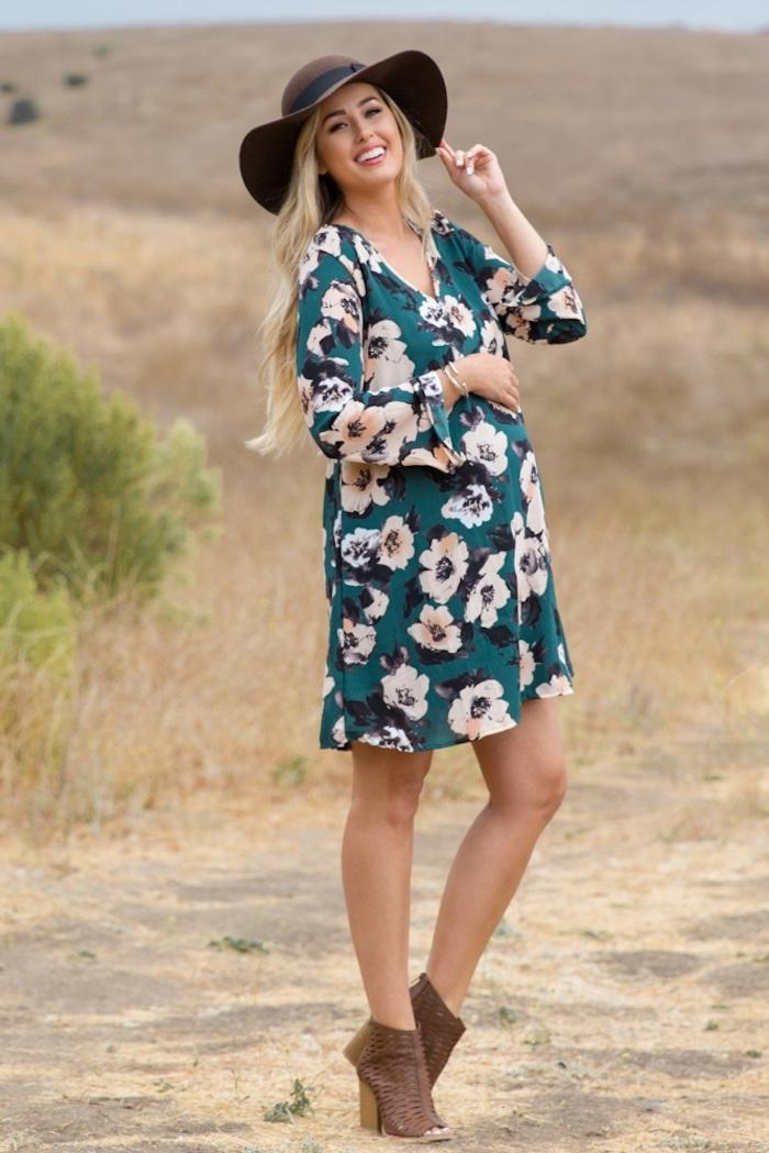 Sommerkleid mit Blumenmuster für Schwangere, weiße Blumen auf grünem Grund, Kleid mit langen Ärmeln