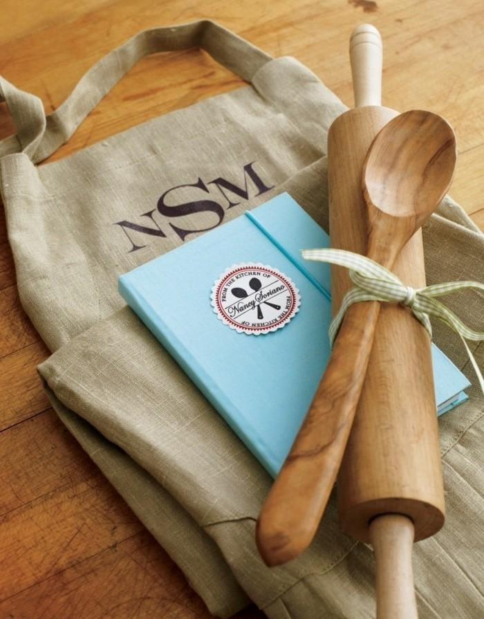 geschenke für mama selber machen, backset, backlöffel, kochbuch, kochheft zum selber ausfüllen