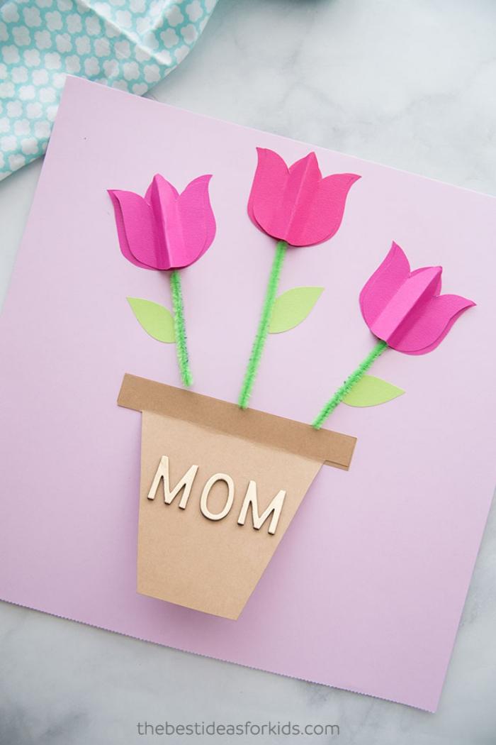 selsbtgemachte geschenke für mama, geschenkkarte aus rosa papier, 3d blumen, tulpen im blumentopf