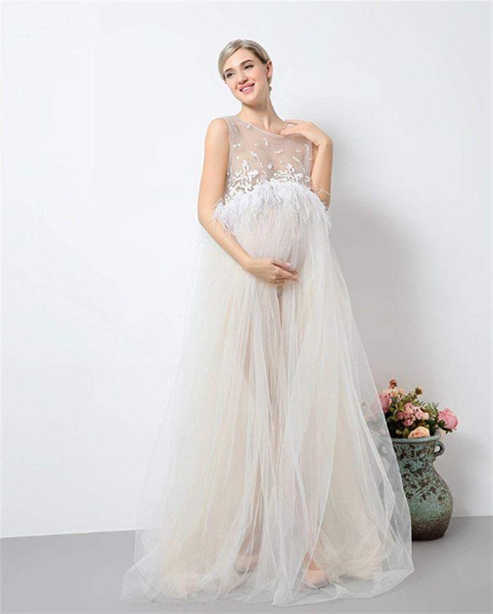 umstandsmode hochzeit, umstandshochzeitskleid aus spitze in tutu optik, elegante schwangere frau