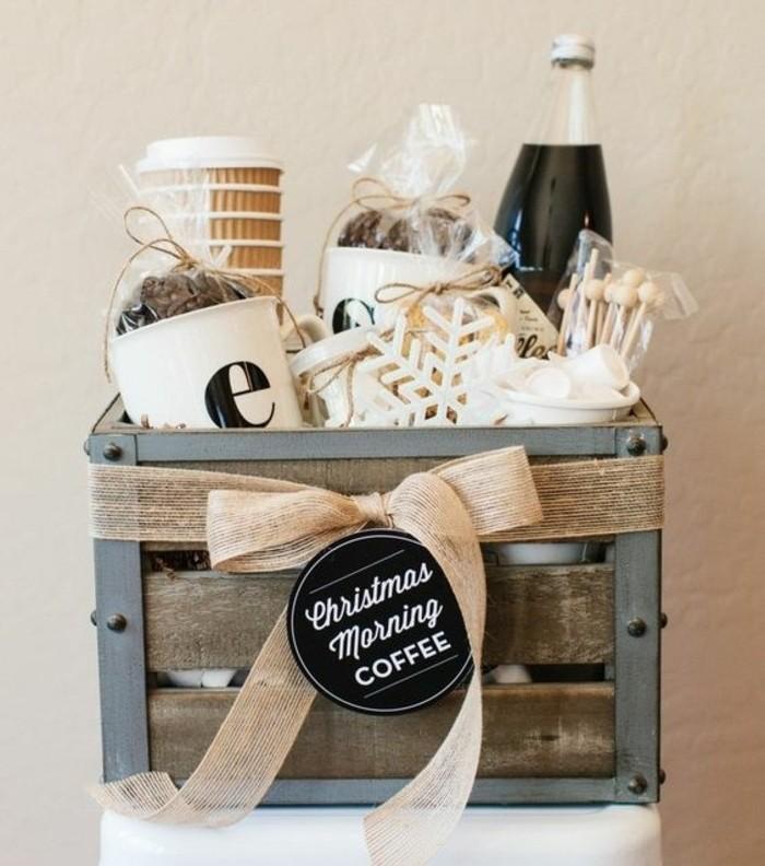selbstgemachte geschenke zum 18 geburtstag, kaffee korb mit verschiedenen kaffeesorten, tassen, zuckerstangen, dekos und anderen