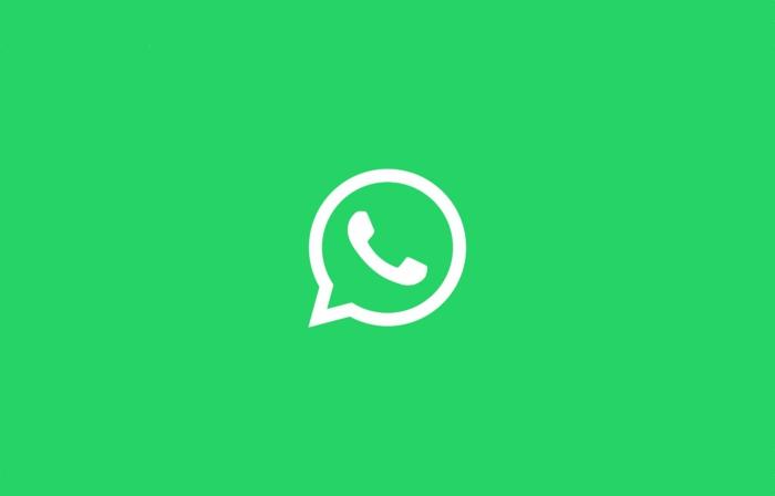 grüner Hintergrund, das Logo von WhatsApp, eine Politik für Datenschutz beginnt