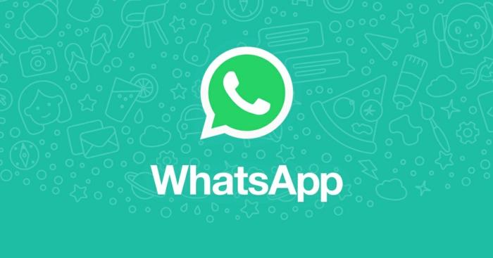 ein blauer Hintergrund mit Ideen, worüber Sie sich mit WhatsApp unterhalten können