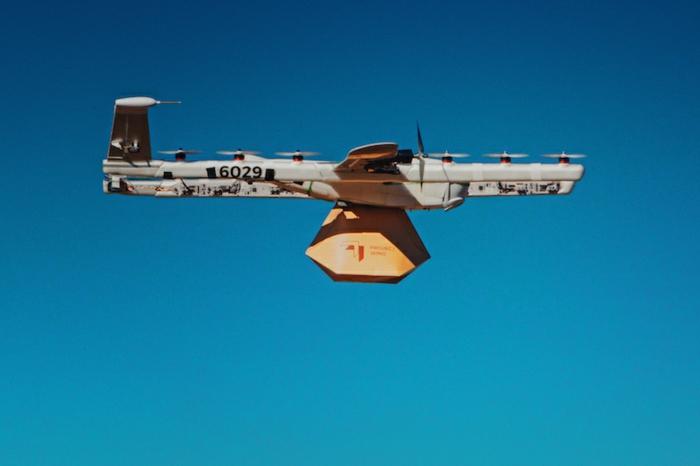 ein neues Design von Wing Drohnen, die sehr schwere Päckchen tragen können