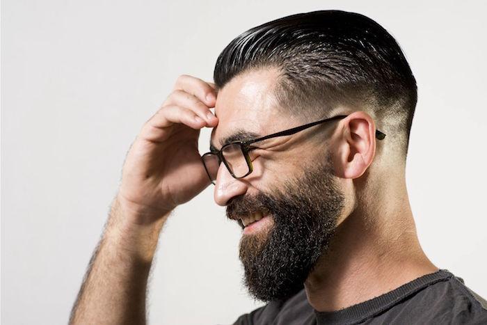 undercut männer varianten ideen, schwarzes haar und bart dazu, längerer bart als haare