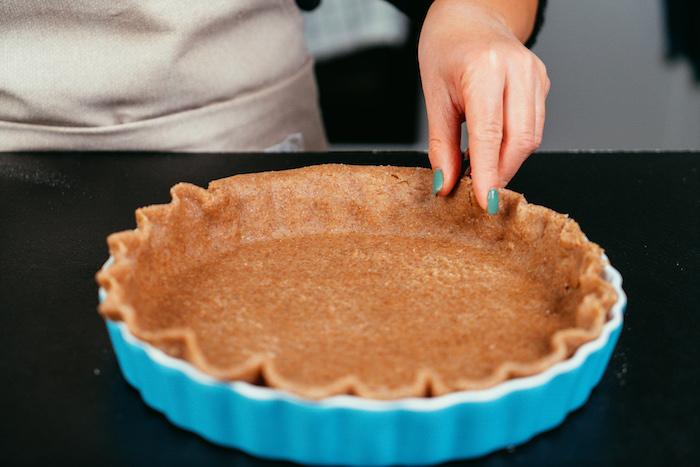 Einen Rand formen, den perfekten Apfelkuchen Schritt für Schritt selber machen