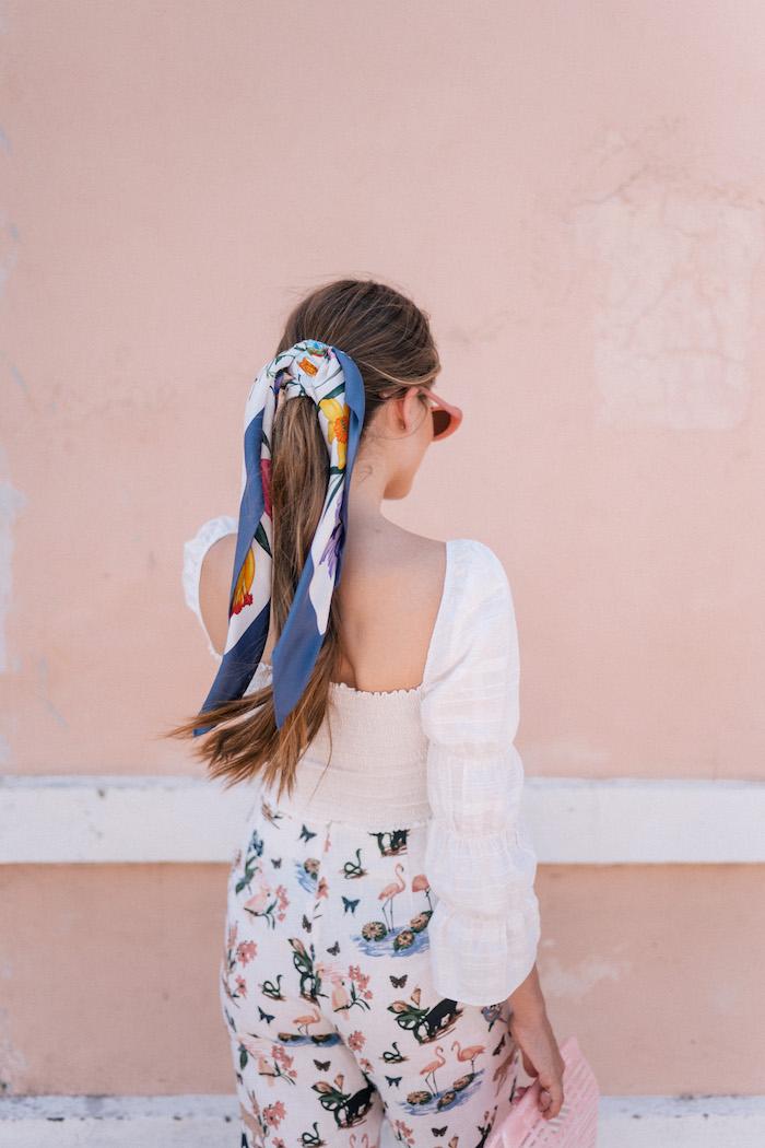 Sommer Outfit und Frisur für den Alltag, Pferdeschwanz mit buntem Bandana